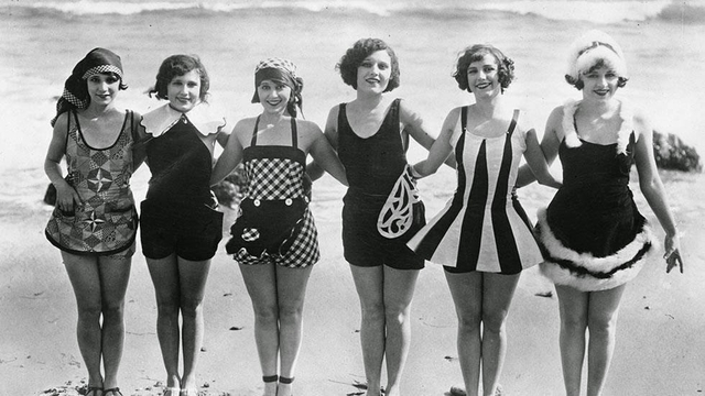 Daily Life on the Beach from the 1920s 9