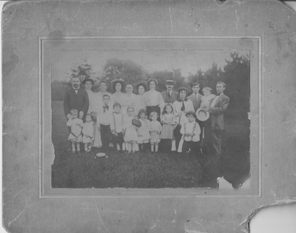 Pallikoff-family-and-unknown-visitors-St-Louis