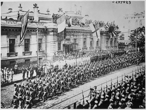 637px-WladiwostokParade1918